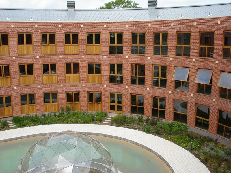 Проект: Bryanston Science School / Архитектор: Hopkins Architects / Кирпич: Charnwood Forest Brick Farnham Red